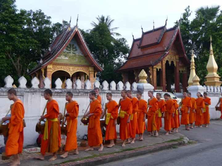 Laos_monges_google (1)