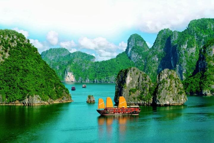 vietnam--im-land-der-tanzenden-dschunken-halong-bucht