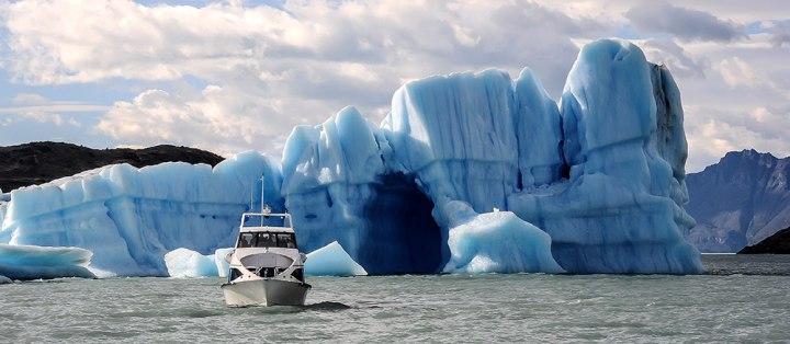 Barco-Estancia-Cristina-Lago-Argentina