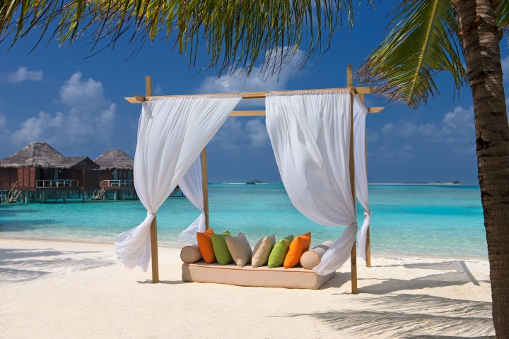 Hi_AVEL_61911989_Beach_Cabana_Anantara_Veli_Resort___Spa