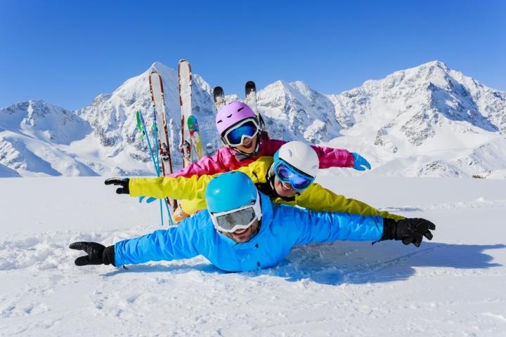 Ski_shutterstock_163455614